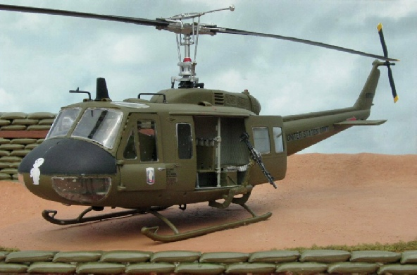 Elicottero Uh 1 : Uh helicopter dioramas